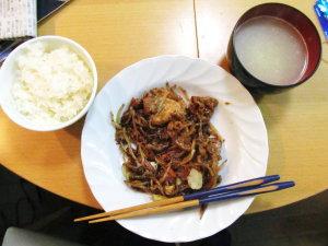 豚肉と白菜、もやしなどが入った野菜炒